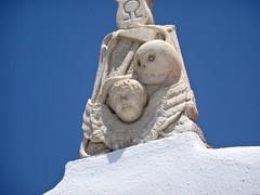 (Joan Pau Inarejos) Tags: grecia garmor despedida miconos mykonos junio vacaciones viaje alfa y omega terror miedo escultura niño calavera vida muerte