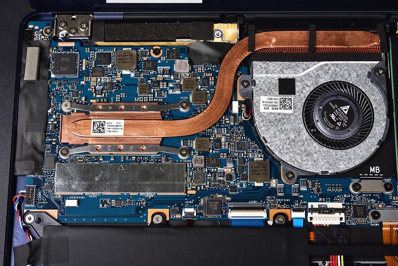 ASUS ZenBook 3 Deluxe UX490UA 輕薄筆電