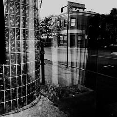 C'était très tôt et je n'étais pas réveillé... (woltarise) Tags: bâtiment reflets montroyalest avenue montréal tôt 6h20am iphone7 ambiance streetwise