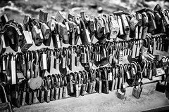 36/100x (eskayfoto) Tags: canon eos 700d t5i rebel canon700d canoneos700d rebelt5i canonrebelt5i monochrome mono bw blackandwhite 100x 100xthe2018edition 100x2018 image36100 sk201805170395editlr sk201805170395 bridge lock locks padlock river lovelocks wye riverwye padlocks love romance bakewell derbyshire england