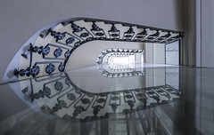 Staircase Art (CoolMcFlash) Tags: reflection staircase vienna architecture building stairs spiegelung stiegenhaus pov wien architektur gebäude symmetry symmetrie symmetrisch stufen fotografie photography xf18135mmf3556r lm ois wr fujifilm xt2