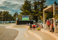 People outside watching a football match on big screen.jpg (marcoverch) Tags: watching worldcup match bigsreen game lugares outdoor football tv soccer bar house haus people menschen travel reise tourism tourismus family familie hotel chair stuhl architecture diearchitektur building gebäude recreation erholung summer sommer home zuhause daylight tageslicht luxury luxus landscape landschaft resort erholungsort swimmingpool schwimmbad outdoors drausen tree baum leisure freizeit head child bicycle cielo windows pose event pool coth5