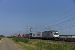 Bombardier TRAXX F140 DE Rheincargo DE 803 met DuKo Shuttle over de Betuweroute bij Angeren richting Emmerich 08-07-2018 (marcelwijers) Tags: bombardier traxx f140 de rheincargo 803 met duko shuttle over betuweroute bij angeren richting emmerich 08072018 34844 2013 92 80 1285 1145 drhc 114 88 00 76 1050 bbtk betuwe route nederland niederlande netherlands pays bas gelderland guelders diesel lingewaard locomotive locomotief lokomotive lokomotief railway railways railroad eisenbahn freight guter guterzug bahn spoorwegen trein train tren trenes treno chemin fer
