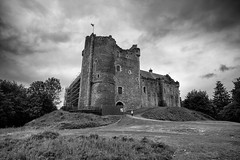 Doune Castle (michael.mu) Tags: leica nordicvisitor scotland 21mm m240 superelmarm21mmf34asph castle blackandwhite bw monochrome montypython holygrail outlander gameofthrones