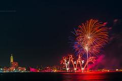 Ciel tricolore (jérémydavoine) Tags: lehavre seinemaritime normandie plage beach architecture unesco feudartifice artifice firework