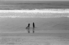 Ready for a session. (miroir.photographie) Tags: surfing surfer filmisnotdead istillshootfilm france basque anglet argentique analog cinestill 2018 film pentax superprogram