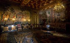 Live like a king III, Fontainebleau, 20180609 (G · RTM) Tags: châteaudefontainebleau fontainebleau interior chandelier carpet château