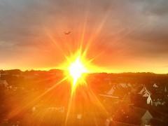 Coucher de soleil ( 5 juillet ) Lorient .Bretagne (Rouniro) Tags: horizon avion maisons arbres coucherdesoleil