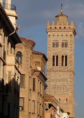 Torre de la iglesia de Santa María Magdalena (Zaragoza). Estilo mudéjar (joseange) Tags: mudéjar arte ladrillo zaragoza