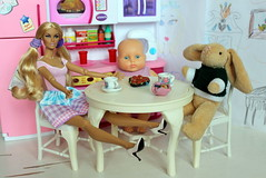 This is how I played when I was a kid :) (Gulya_Deanna) Tags: monroejillian integritytoys fashionroyalty colorinfusion diorama