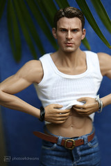 take that off, please (photos4dreams) Tags: toy 16 doll celebrity photos4dreams p4d photos4dreamz toys actor avengers schauspieler spielzeug man mann handsome puppe phicen captainamerica chrisevans steverogers stainlesssteelskeleton