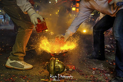 FXT25274 (kevinegng) Tags: chaotiangongtemple beigang taiwan 台灣 北港 朝天宮 台灣北港朝天宮媽祖繞境 媽祖繞境 festival taiwanese firecrackers bombardment lightupfirecrackers light actions night nightphotography nightshoots ritualevent ritual smoke fire