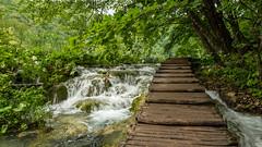 wooden walkway (hjuengst) Tags: plitvicerseen walkway brücke holzbrücke plitvickajezera kroatien croatia water waterfall wasserfall nationalpark plitvicelakes