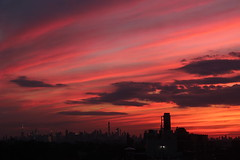 2018June21 (6) (ShellyS) Tags: sunset sunsets nyc newyorkcity manhattan queens sky clouds skyline skylines
