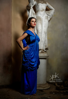 Fotocon 2017: Clair De Lune Cosplay as Wonder Woman in Blue Dress from DC Movie, by SpirosK photography (with ancient statue)