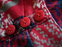 SmileonSaturday:redroundtrio (quietpurplehaze07) Tags: smileonsaturday redroundtrio buttons top macro material