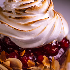 Pastry sensation - currant meringue tartlet (fotogake) Tags: food pastry currant meringue tartlet johannisbeerbaisertörtchen