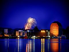 Stralsund (ingrid eulenfan) Tags: stralsund nachtaufnahme nacht feuerwerk strelasund spiegelung licht sonyalpha6000 tamron16300mm wasser himmel stadt skyline gebäude