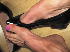 """new """"andres machado"""" pointy patent leather flats (Isabelle.Sandrine2001) Tags: andresmachadopointypatentflats pumps flats ballet ballerinas sabrinas tattoos legs feet dangling shoeplay"""