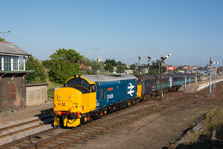 37409 Great Yarmouth 28/06/18 - Double large logo delight as 37409 and 37407 combine as they leave Great Yarmouth with 2P33. Today was the first time on the short set for 37409 since its overhaul.