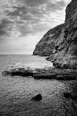 Staithes Cliffs (Rich Presswood) Tags: fuji fujixpro2 silverefexpro2 adobelightroom monochrome bw blackandwhite mono manualfocus 7artisans 25mmf18 35mmf12 eastcoast staithes