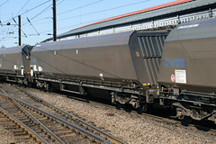 83 70 6955 293-8 York 230518 (Dan86401) Tags: york ecml 6f64 837069552938 7069552938 6955293 706955 6955 70riv riv uic ten fabfnoos iia iiaa bogie coal hopper wagon freight gbrf eqtinfrastructure gbrailfreight vtg gbvtg
