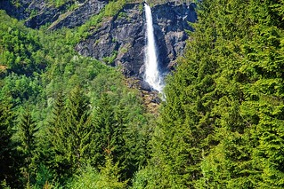 Waterfall near Flam (Noruega - Norway)