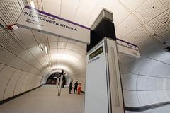 Farringdon_Elizabeth_Line_150618_1404_hi (Chris Constantine UK) Tags: crossrail tube london underground construction metro elizabeth farringdon