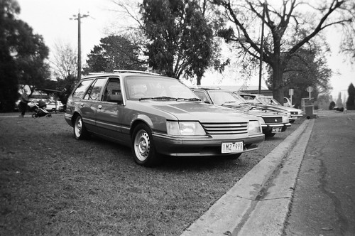 1984 Holden Commodore station wagon (VK) (photo 2)