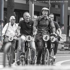 You never forget how to ride a bike. Montar en bici no se olvida. (ithyrsus) Tags: nikon nikond5200 d5200 photoshop bicycles bicicletas ciclistas berlin calle apiedecalle fotocallejera street streetscene streetphotography streetphoto escenaurbana escenacallejera urbanphotography urbanscene urbanlife urbanphoto urban vidaurbana germany deutschland alemagne alemanha alemania europa europe eu ue