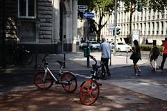light&shadow 2018@Kö, Düsseldorf 3 (Amselchen) Tags: bokeh blur dof depthoffield bike bicycle city streetphtography germany düsseldorf lightandshadow shadow season summer sony sonyilce7rm2 a7rii zeiss carlzeiss fe55mmf18za sonnart1855 sonnar5518za