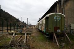 Fin de ligne (Atreides59) Tags: train gare station vienne ciel sky nuages clouds wagon vert green tag graff graf graffiti graffitis pentax k30 k 30 pentaxart atreides atreides59 cedriclafrance