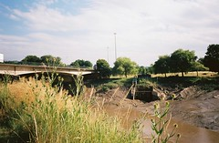 Where Longmoor Brook/Ashton Brook joins the Avon (knautia) Tags: ashtonbrook longmoorbrook brunelbridge bridge riveravon bristol england uk july 2018 film ishootfilm olympus xa2 olympusxa2 kodak kodacolor 200iso nxa2roll35 river avon mud lowtide