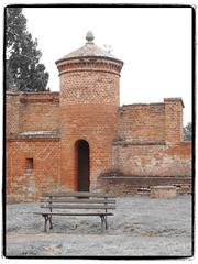 secure place (1elf12) Tags: festung dömitz germany deutschland elbe renaissance brick backstein drache dragon bastion bank bench