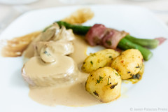 Potatoes, loin and asparagus (Javier Palacios Prieto) Tags: potato loin asparagus food