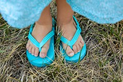 L is for Left and R is for Right (Jill Clardy) Tags: 201807159l8a5360 toddler flip flops shoes l left r right feet blue turquoise girl