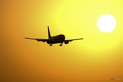 «Landing in Spain at the sunset» (Toto Olmos) Tags: 737 alicante boeing sas alc lnrrw ngc