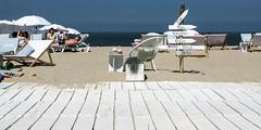 de haan aan zee (rey perezoso) Tags: 2018 dehaan belgië strand belgique coqsurmer belgium europa beach sign nordsee meer ocean playa umbrella chairs westvlaanderen plage flanders eu coast deckchair sea sun