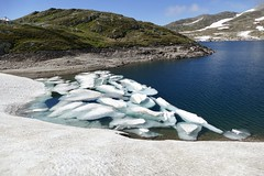 Totensee Grimsel Pass Swiss Alps Switzerland (roli_b) Tags: totensee toten see lake lago grimsel pass grimselpass swiss alps schweizer alpen alpi switzerland schweiz suisse suiza sivzzera iceberg eisberg eis schnee gefroren