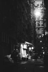 20180611 - Leica MP (Kodak Tri-X 400 @800) + Leitz Summicron 50mm f2 collapsible - 07 (franco-li) Tags: leitz leica mp leicamp kodak trix kodaktrix400 trix400 summicron summicron50 50cron 50mm collapsible street streetsnap candid candidphotography bw blackwhite mono monochrome film asia hk hongkong