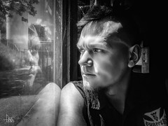 Ukelens (Ukelens) Tags: ukelens schweiz swiss switzerland suisse svizzera bern zollikofen unterzollikofen lightroom light lights lighteffects licht lichter lighteffect lichteffekt lichteffekte lightshow schatten schnee shadow shadows lightroommobile iphone7 portrait uke blackandwhite schwarzundweiss schwarzweiss dude man mann