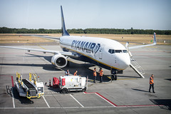 The title isn't available here. Sorry. (Lorenzo Corbucci) Tags: airplane airport ryanair people life work boing 737 white holland travel summer sun sunny world air avión aereo aeroporto fast love blue bluesky sky