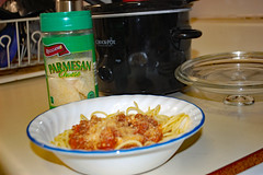 Spaghetti Still Life. (dccradio) Tags: lumberton nc northcarolina robesoncounty indoors indoor inside food eat supper dinner meal lunch corelle bowl spaghetti parmesan parmesancheese sauce tomatosauce meatsauce spaghettisauce noodles spaghettinoodles reggano shadow dishdrainer lid crockpot crockpotlid counter kitchen stilllife nikon d40 dslr photooftheday photo365 project365