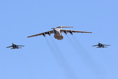 Il-76 flanked by Flankers (joolsgriff) Tags: ilyushin il76md candid 78820 ukrainianairforce riat riat2018 raffairford
