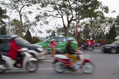 Traffic, Hué 4 (Rossyplaya) Tags: vietnam hué traffic trafico movimiento movement streetphotography streetphoto bici motocicleta