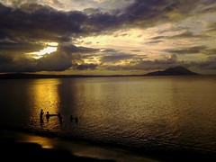 Kokopo, Papua New Guinea (Lukim) Tags: sky water children play sunset volcano sea ocean takubar rapopo kokopo rabaul eastnewbritain papuanewguinea cloud cloudformation