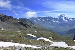vue sur la Chaux des Planards et le massif des Combins (bulbocode909) Tags: valais suisse bourgstpierre valdentremont chauxdesplanards lacs gouilles combins névés neige paysages nuages montagnes nature vert bleu groupenuagesetciel