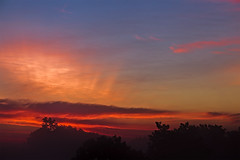 Sunrise in Kentucky (Klaus Ficker --Landscape and Nature Photographer--) Tags: sunrise sonnenaufgang clouds wolken rays colorful fog kentuckyphotography klausficker usa kentucky canon eos5dmarkiv