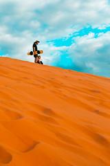 Sand Surfing (Luis Montemayor) Tags: sandsurfing sand dunes dunas people gente sky cielo clouds nubes coralpinksanddunes sanddunes