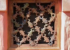 Window Frogs (Rick & Bart) Tags: waltdisneyworldresort animalkingdom disney orlando florida rickvink rickbart canon eos70d disneyworld woodcarving